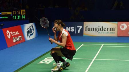Sayaka Sato menangis saat berhasil merebut gelar juara Indonesia Open 2017. - INDOSPORT