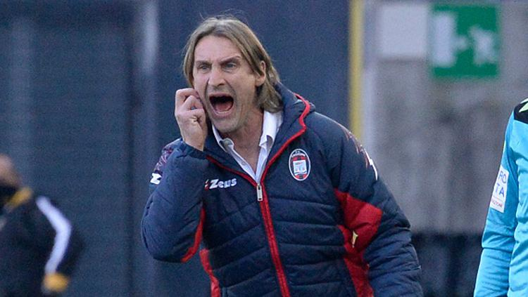 Pelatih Crotone FC, Davide Nicola. Copyright: INDOSPORT