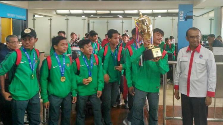 Gatot S Dewabroto menyambut kepulangan Timnas U-16 juara Tien Phong Plastic Cup 2017. Copyright: Info Kemenpora