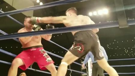 Ilustrasi tinju antara Saul Canelo Alvarez melawan Daniel Jacobs Minggu (05/05/19) lalu. - INDOSPORT