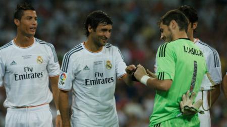 Luis Figo menjadikan Raul Gonzalez sebagai pemain favoritnya kendati pernah bermain dengan pemain-pemain ternama lainnya saat di Real Madrid - INDOSPORT