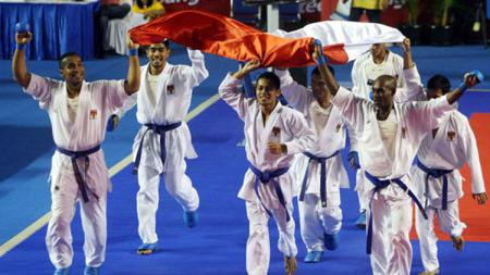 Timnas Karate Indonesia saat juara umum World Junior Championships 2015. - INDOSPORT