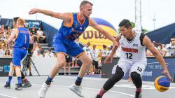 Fandi Andika Ramadhani saat Indonesia melawan Belanda di Kejuaraan Dunia basket 3x3.