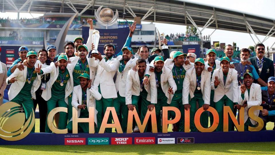 Tim Pakistan merayakan kemenangan Copyright: thesun.co.uk/Reuters