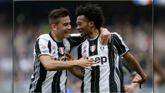 Indosport - Dua bintang Juventus, Paulo Dybala (kiri) dan Juan Cuadrado.