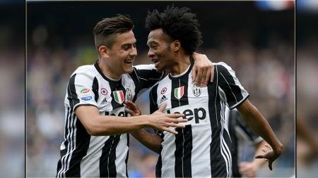 Dua bintang Juventus, Paulo Dybala (kiri) dan Juan Cuadrado. - INDOSPORT