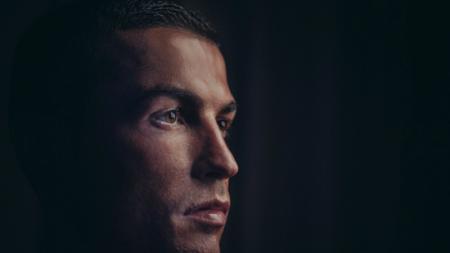 Cristiano Ronaldo ramai dibicarakan akan segera mendekati pintu keluar Santiago Bernabeu. - INDOSPORT