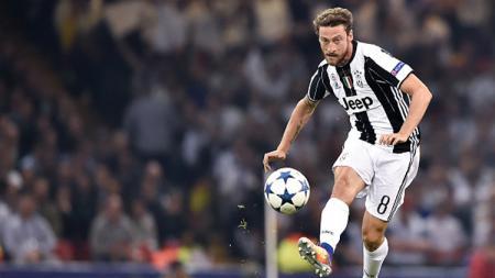 Claudio Marchisio saat mengeksekusi bola. - INDOSPORT