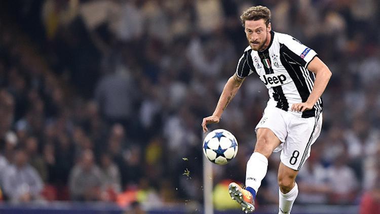 Claudio Marchisio saat mengeksekusi bola. Copyright: INDOSPORT
