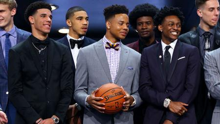 De'Aaron Fox (kanan) undur diri dari timnas basket Amerika Serikat. - INDOSPORT