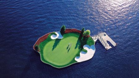 Lapangan golf terapung di Idaho, Amerika Serikat. - INDOSPORT