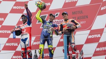 Valentino Rossi, Danilo Petrucci, dan Marc Marquez di podium MotoGP Belanda. - INDOSPORT