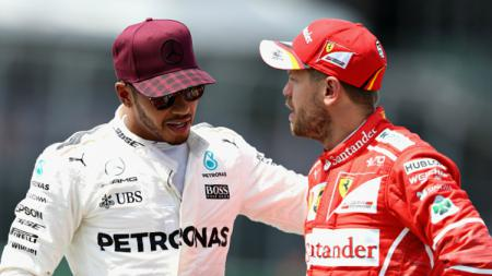 Pembalap Formula 1 (F1). Sebastian Vettel, buka suara soal rumor yang menyebut Lewis Hamilton akan segera hengkang dari Mercedes ke Ferrari. - INDOSPORT