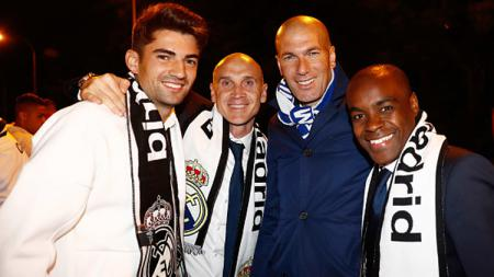 Enzo Zidane dan Zinedine Zidane. - INDOSPORT