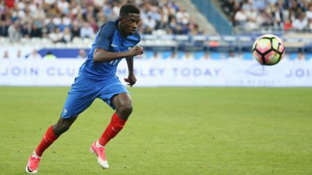 Ousmane Dembele ketika memperkuat Timnas Prancis. - INDOSPORT