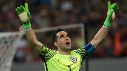 Claudio Bravo tampil heroik saat membela Timnas Chile.