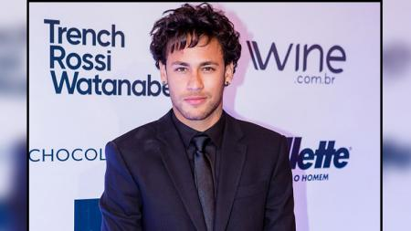Neymar Jr dengan gaya rambutnya yang baru. - INDOSPORT