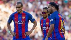 Indosport - Legenda Barcelona, (kiri-kanan) Rivaldo, Edgar Davids, dan Ronaldinho.