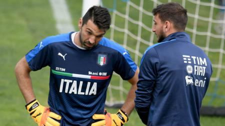 Kiper Timnas Italia, Gianluigi Buffon dan Gianluigi Donnarumma. - INDOSPORT