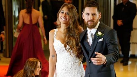 Lionel Messi resmi meminang Antonella Roccuzzo. - INDOSPORT