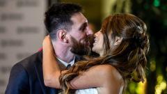 Indosport - Lionel Messi dan Antonella Roccuzzo diketahui tengah berlibur Bersama keluarga kecil mereka.
