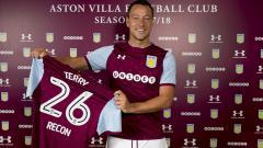 Indosport - John Terry saat diresmikan menjadi pemain Aston Villa.