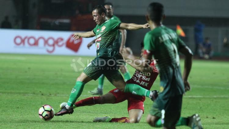PS TNI vs Arema FC Copyright: Herry Ibrahim/Indosport.com