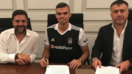 Pepe resmi bergabung dengan Besiktas. - INDOSPORT