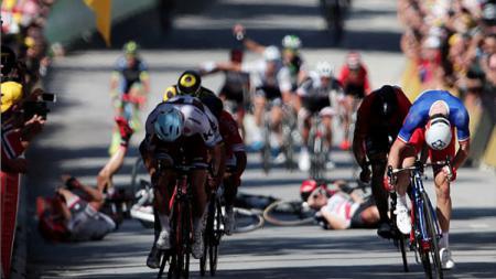 Tour de France 2020 bakal mundur ke bulan Agustus. - INDOSPORT