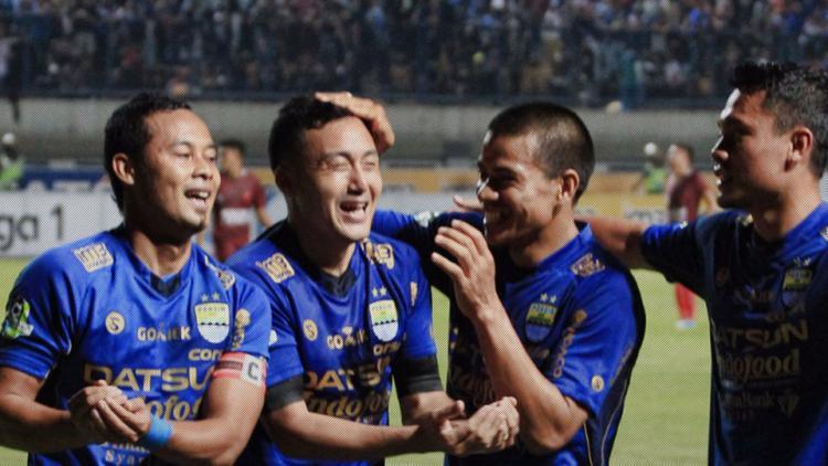 Atep dan Shohei Matsunaga (Persib Bandung). Copyright: twitter@Liga1Match