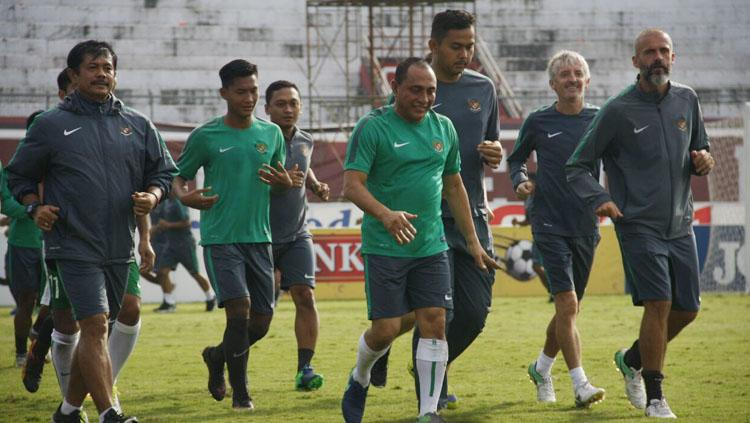 Edy Rahmayadi saat ikut jalani latihan bersama Timnas U-22 dan U-19. Copyright: pssi.org