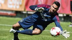 Indosport - Benjamin van Leer saat jalani latihan bersama Ajax Amsterdam bisa didatangkan Persib Bandung.