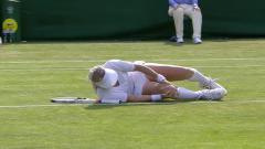 Indosport - Bethanie Mattek-Sands mengalami cedera lutut.
