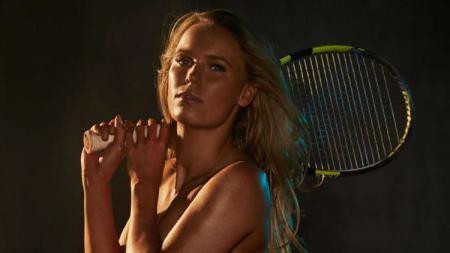 Caroline Wozniacki berpose telanjang dalam salah satu sesi pemotretan. - INDOSPORT