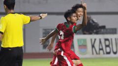 Indosport - Pemain Timnas U-16, Yadi Mulyadi (tengah).