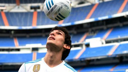 Pemain sepak bola Real Madrid, Jesus Vallejo, resmi gabung ke klub LaLiga Spanyol, Granada, di bursa transfer musim dingin (Januari) 2020. - INDOSPORT