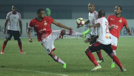 Persija Jakarta vs Persipura Jayapura berakhir imbang dengan skor 1-1.