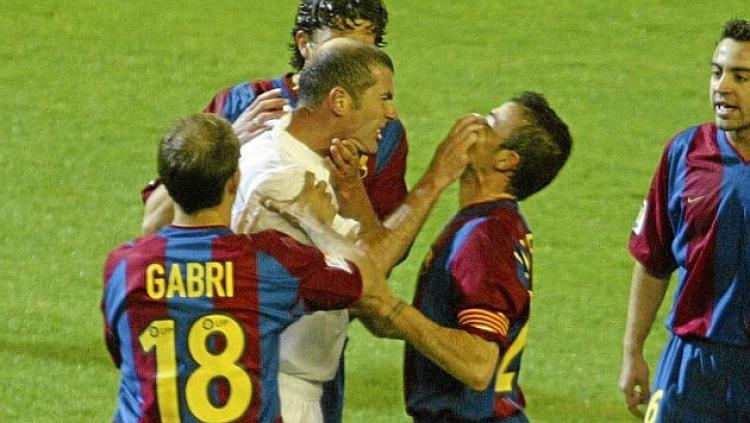 Zinedine Zidane dan Luis Enrique sempat bertengkar dalam laga El Clasico tahun 2002 lalu. Copyright: Internet/Metrotvnews