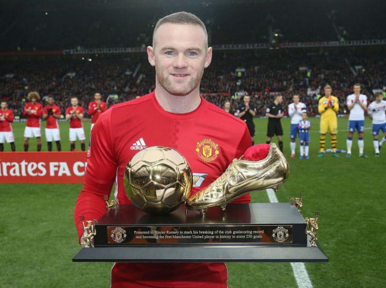 Wayne Rooney menjadi pencetak gol terbanyak Man United. Copyright: Metro