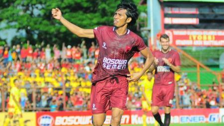PSM Makassar pernah melakoni dua laga bersejarah di 10 Juni dan salah satunya hattrick sang legenda, Syamsul Chaeruddin. - INDOSPORT