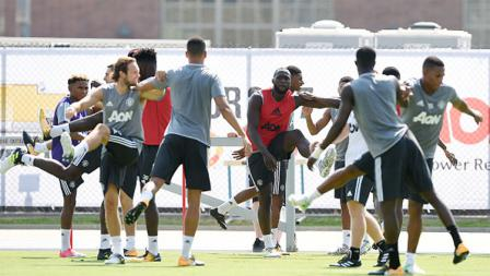 Romelu Lukaku jalani latihan pertamanya bersama rekan setim barunya di Manchester United.