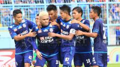 Indosport - Selebrasi Cristian Gonzales dan para pemain Arema FC.
