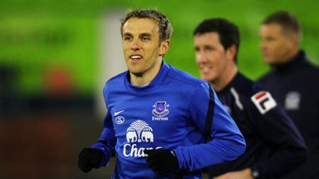 Phil Neville saat masih berseragam Everton. - INDOSPORT
