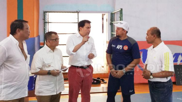 CDM Sea Games, Aziz Syamsudin mengunjungi pelatnas Timnas Futsal Putri di Lapangan My Futsal, Kebayoran Lama, Jakarta, Rabu, (12/07/17). Copyright: Muhammad Adi Yaksa/Indosport.com