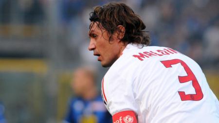 Kini menjabat petinggi klub Serie A Liga Italia, AC Milan, Paolo Maldini memberi kepercayaan kepada Theo Hernandez, pemain yang direkrutnya dari Real Madrid. - INDOSPORT