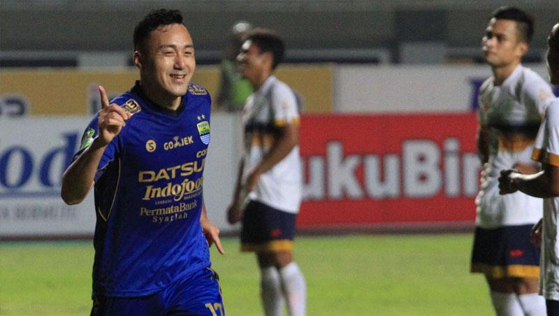 Selebrasi Shohei Matsunaga (Persib Bandung) saat menjebol ke gawang Persela Lamongan. Copyright: Twitter@Liga1Match