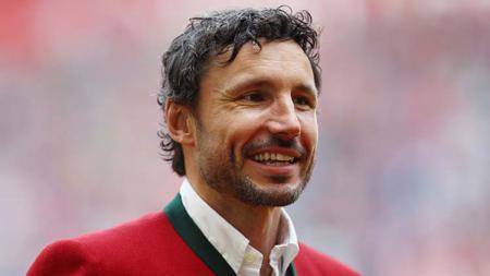 Mark van Bommel dikabarkan menaruh minat untuk melatih tim papan atas Serie A Italia AC Milan, dan bisa mengancam posisi utama 3 pemain Rossoneri. - INDOSPORT