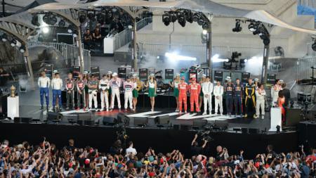 Para tim Formula One (F1) yang berkumpul dalam satu panggung di London. - INDOSPORT