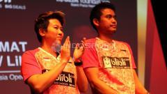 Indosport - Tontowi Ahmad/Liliyana Natsir saat akan mendapatkan bonus.