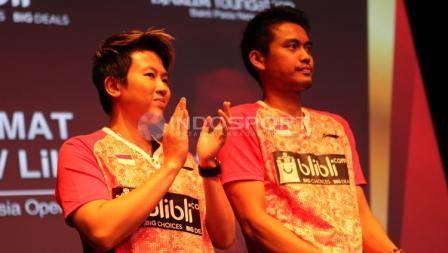 Raut wajah Tontowi Ahmad/Liliyana Natsir sesaat sebelum menerima bonus atas keberhasilannya memenangkan Indonesia Open 2017.